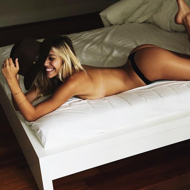 Alexis Ren Sexy (36 pics 3 videos)